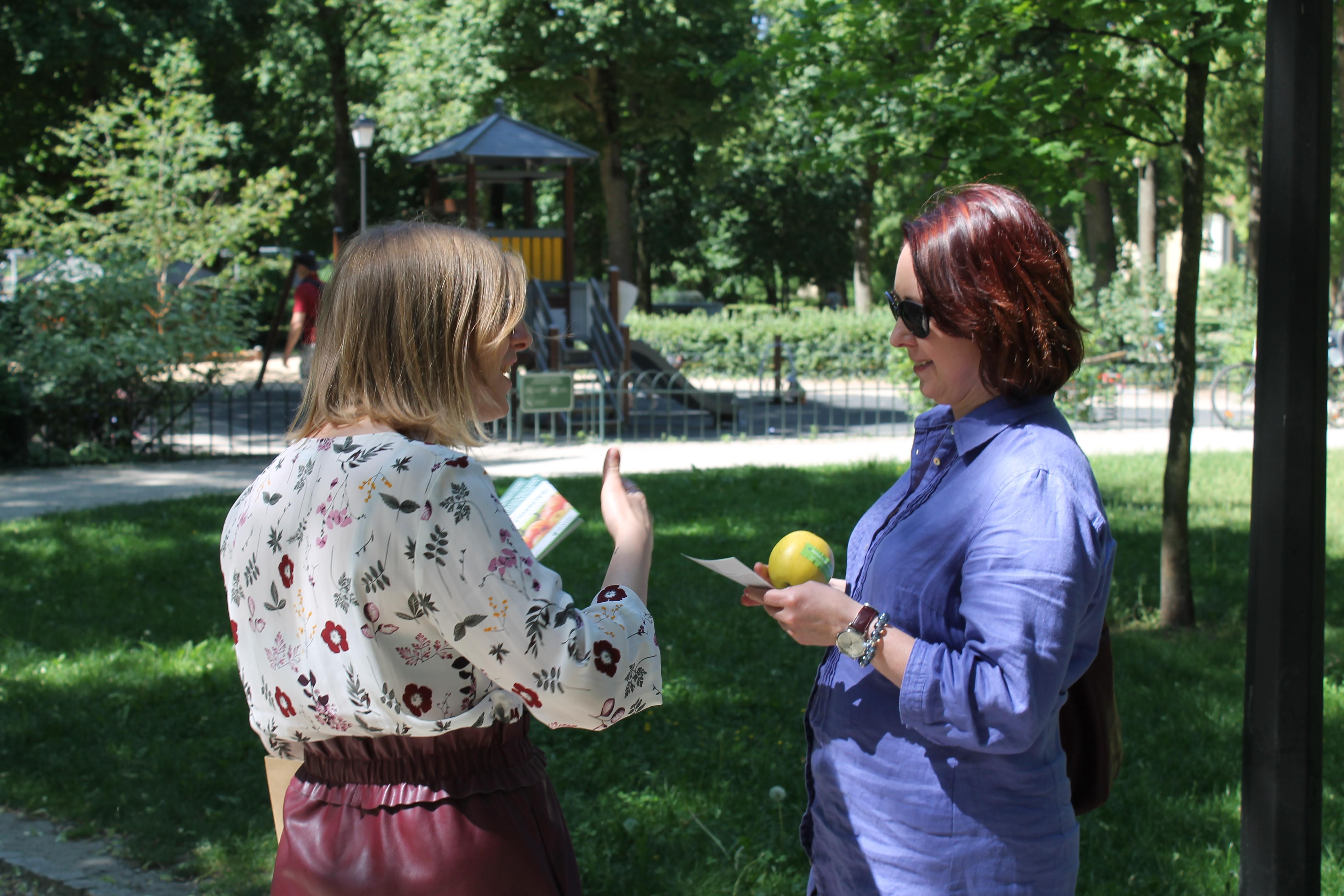 """Vilniuje vyko akcija """"Obuolys vietoj cigaretės""""   Vilniaus"""